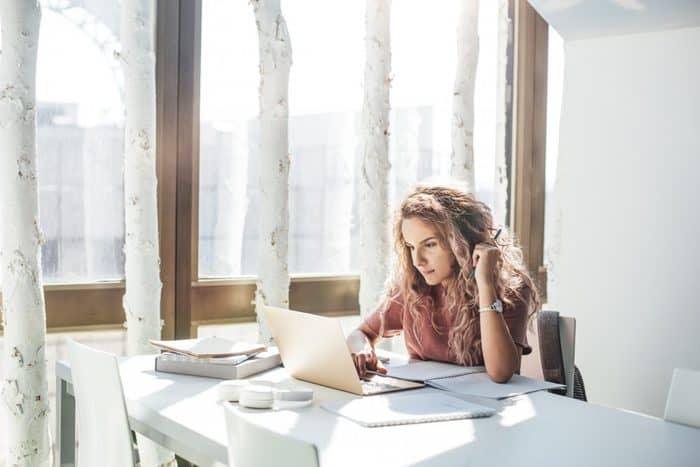 Make Money with a Blogger Side Hustle